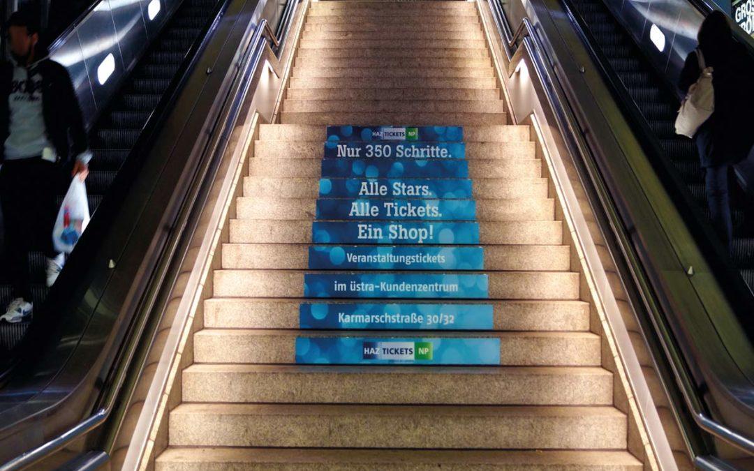 Rolltreppen und Treppenstufen