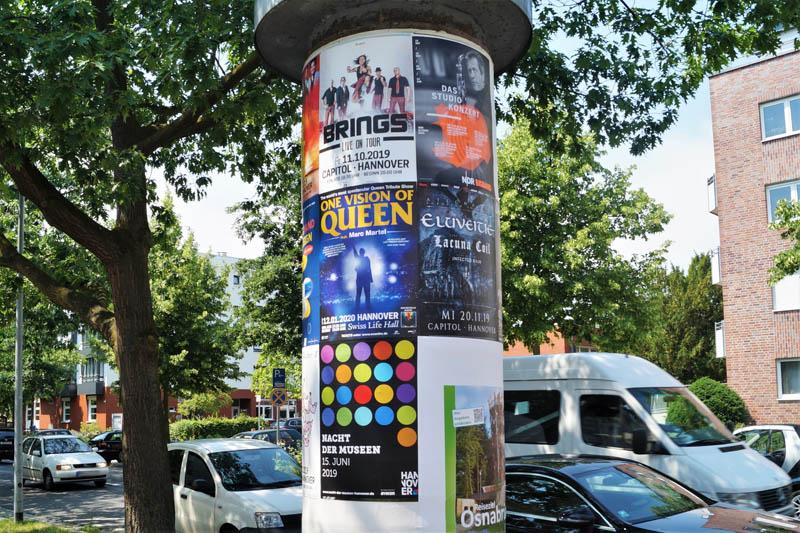 Allgemeinstelle: Litfaßsäule mit verschiedenen Plakaten, sehr beliebt für Veranstalter